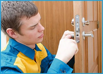 Lock Locksmith Services Chicago, IL 312-288-7676
